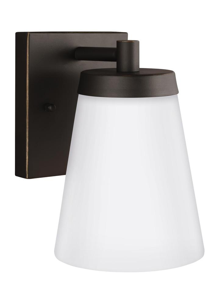 Robinson Lighting in Winnipeg , Manitoba, Canada,  9VEDH, Small One Light Outdoor Wall Lantern, Renville